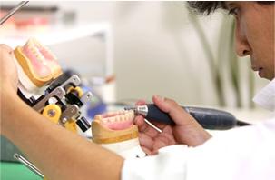 歯科技工士との密な連携による入れ歯製作