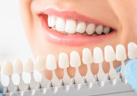 お顔に合わないサイズの歯が使われている