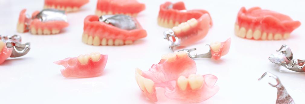 入れ歯の種類・技術料・保証のご案内